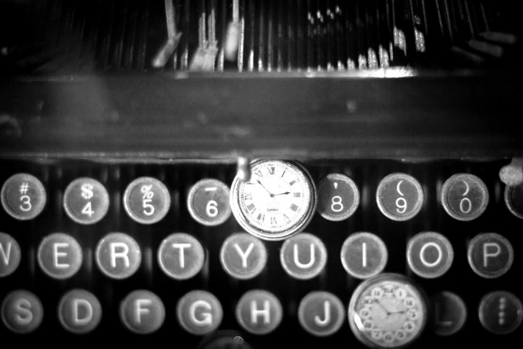 maszyna do pisania b 1024x683 1 TYLKO WYRZUĆ ŚMIECI! WYSTĄPIENIA PUBLICZNE PORADY.